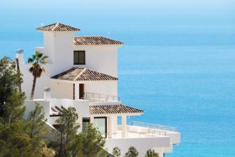 Historisch lage rente maakt vakantiehuis aantrekkelijker dan ooit  - Beurs - 2HB